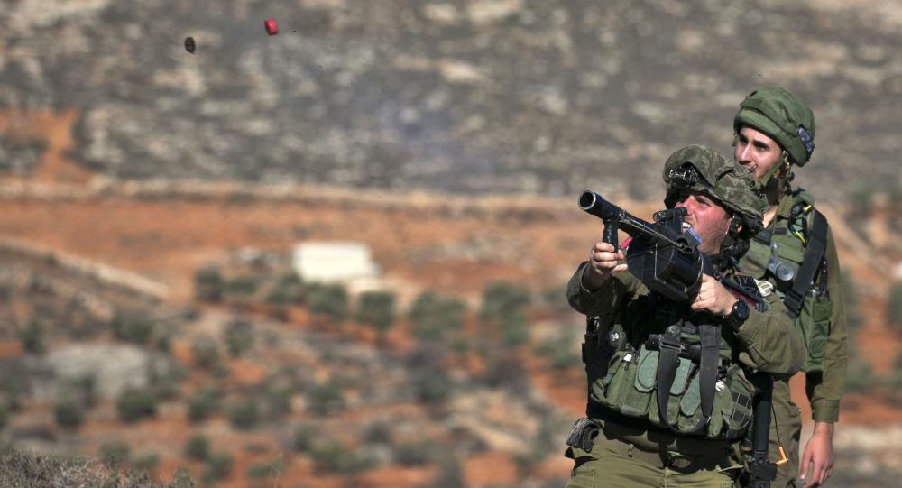 اشتباكات بين الشبان الفلسطينيين والشرطة الإسرائيلية بالقرب من نابلس، الضفة الغربية، فلسطين 4 ديسمبر/ كانون الأول 2017