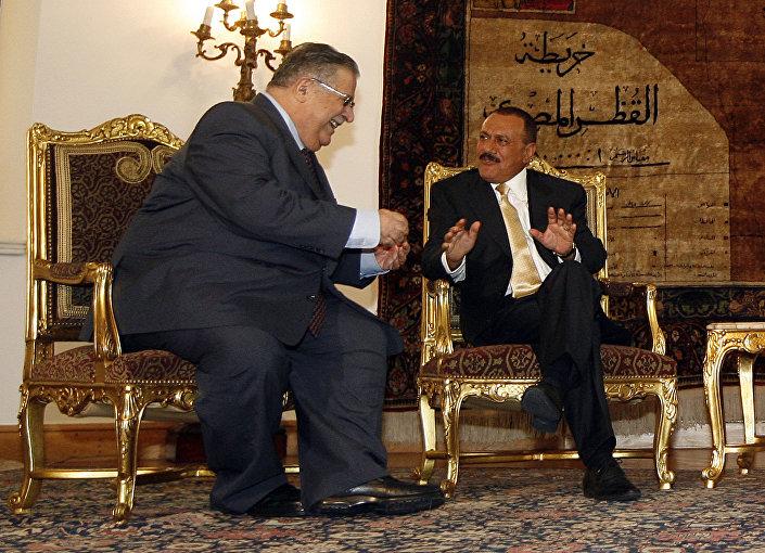 الرئيس اليمني السابق علي عبدالله صالح والرئيس العراقي السابق جلال طالباني، عام 2007
