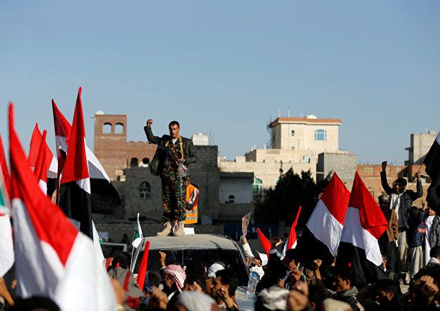 أتباع أنصار الله يحتشدون للاحتفال بمقتل الرئيس اليمني السابق علي عبدالله صالح في صنعاء، اليمن 5 ديسمبر/ كانون الأول 2017