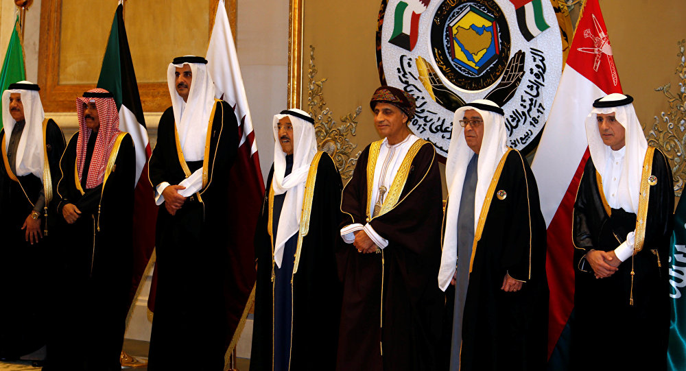 The arrival of GCC leaders to attend the Gulf summit ... and King Salman at the reception 1028115009