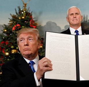 ترامب يوقع مرسوم الاعتراف بالقدس عاصمة لإسرائيل