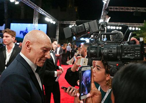الممثل الأمريكي باتريك ستيوارت أرلغا كوريلنكو في افتتاح مهرجان دبي السينمائي الدولي الـ 14 في6 ديسمبر /كانون الأول 2017