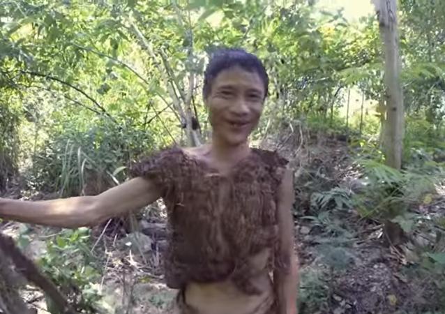 طرزان فيتنامي قضى 40 عاما بالغابات وطعامه الفئران