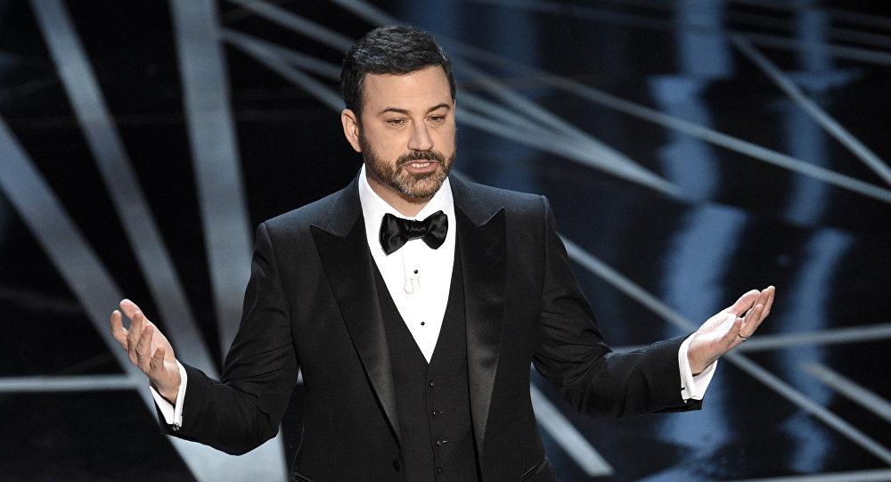 مقدم البرامج الأمريكي جيمي كيمل في حفل توزيع جوائز الأوسكار 2017