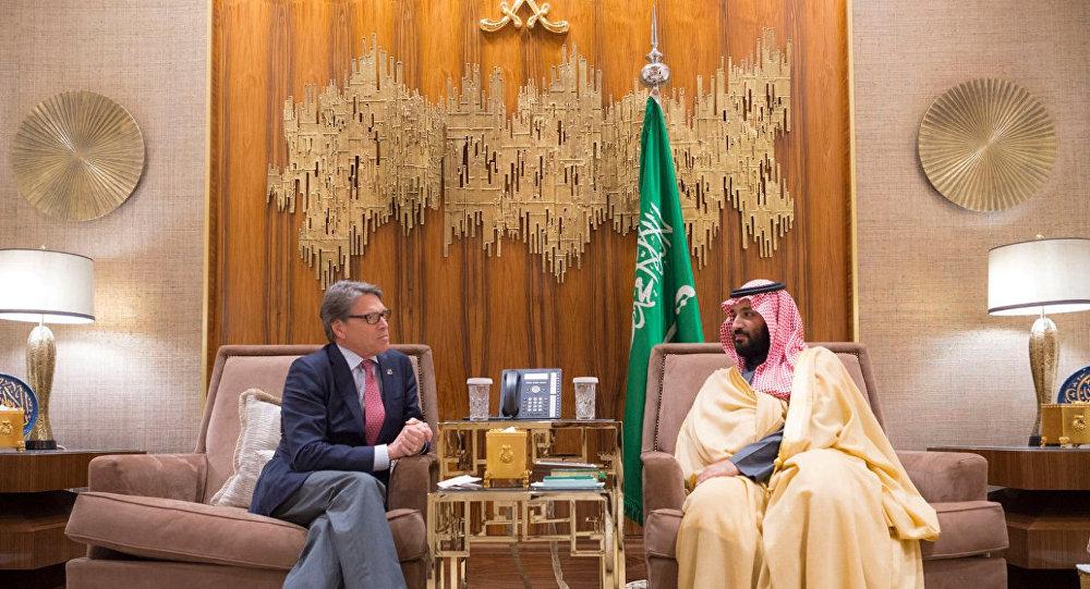 وزير الطاقة الأمريكي ريك بيري مع الأمير محمد بن سلمان