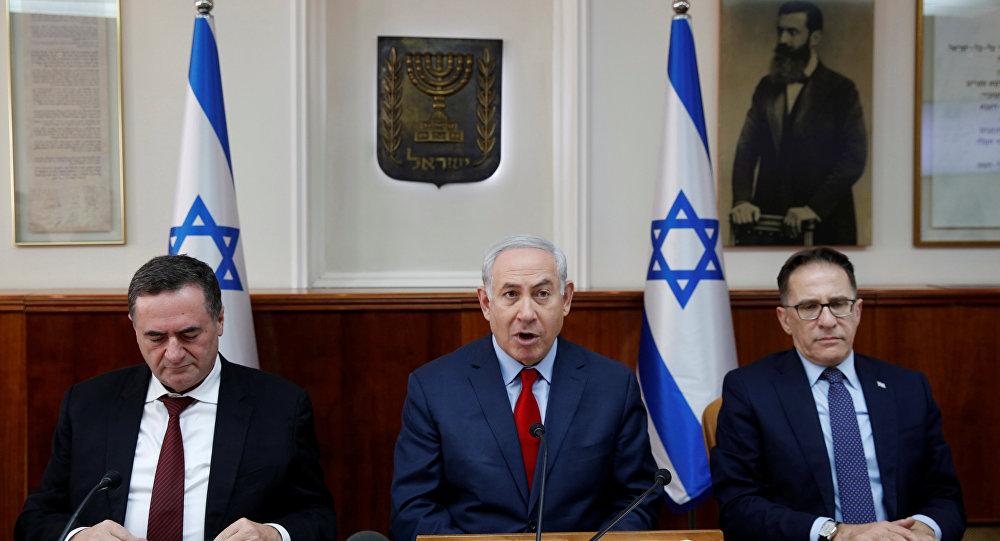 بنيامين نتنياهو أمام مجلس الوزراء في 17 ديسمبر 2017