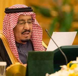 الملك سلمان يلقي كلمة أمام مجلس الوزراء أثناء إقرار الموازنة
