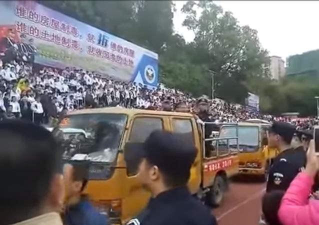 إعدام تجار المخدرات والقتلة أمام آلاف الأشخاص في الصين