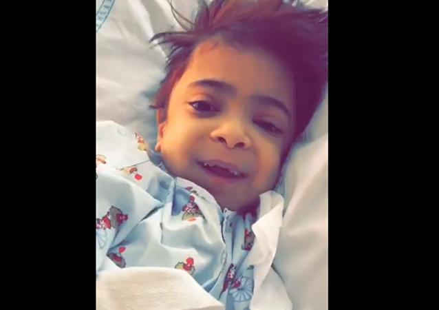 طفلة تشكر شاب أنقذ حياتها بتبرعه لها بكليته