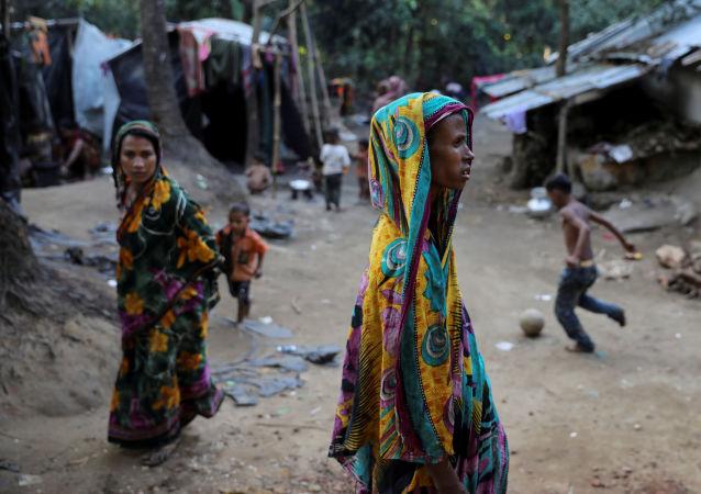 لاجئو الروهينغا في مخيم للاجئين كوتوبالونغ هندو بالقرب من كوس بازار، بنغلادش 17 ديسمبر/ كانون الأول 2017