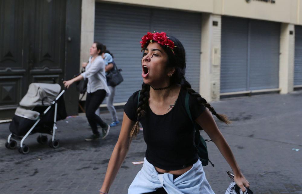 محتجون في ليما، وذلك بعد صدور إعفاء من الرئيس الحالي بيدرو بابلو كوسزينسكي للرئيس السابق ألبيرتو فوجيموري، بيرو 25 ديسمبر/ كانون الأول 2017