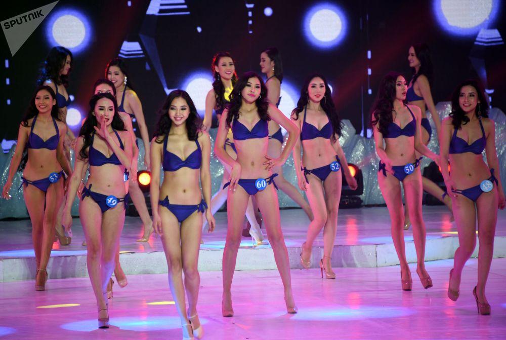 المشاركات في المسابقة الروسية الصينية الدولية الـ 14 سفيرة الجمال في منشوريا