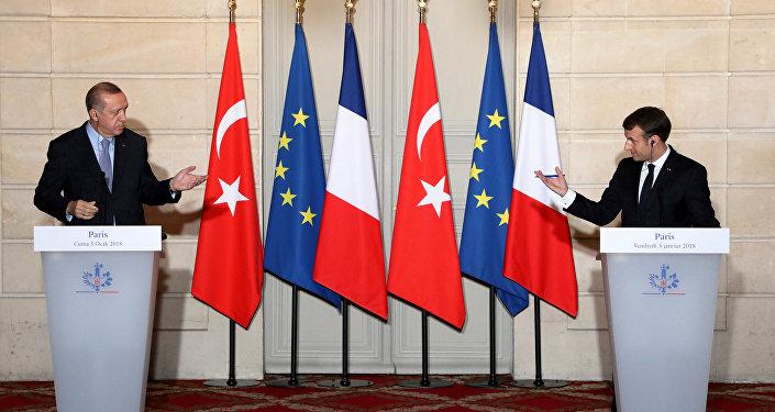 فرنسا تلوح بعقوبات أوروبية ضد تركيا
