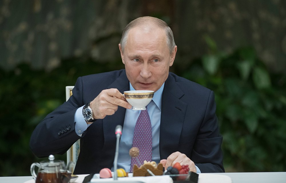 بوتين يشرب الشاي
