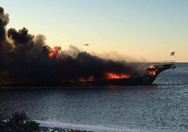 سفينة تحترق فلوريدا