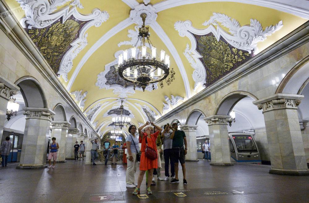 مترو كامسومولسكايا للخط مترو الأنفاق الدائري في موسكو