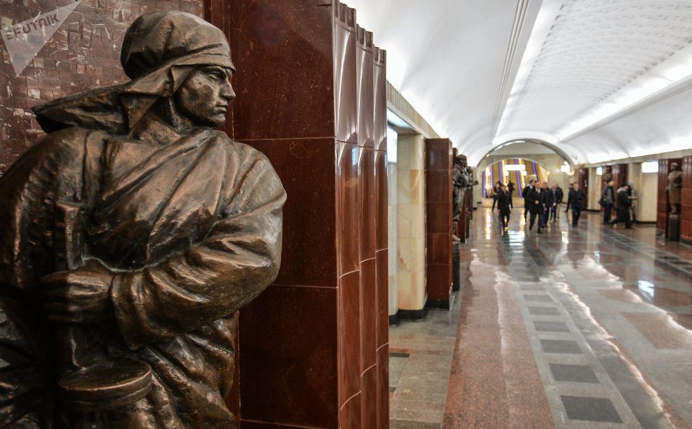 محطة مترو باومانسكايا في موسكو