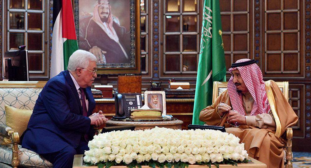 ملك السعودية سلمان بن عبد العزيز مع الرئيس الفلسطيني محمد عباس