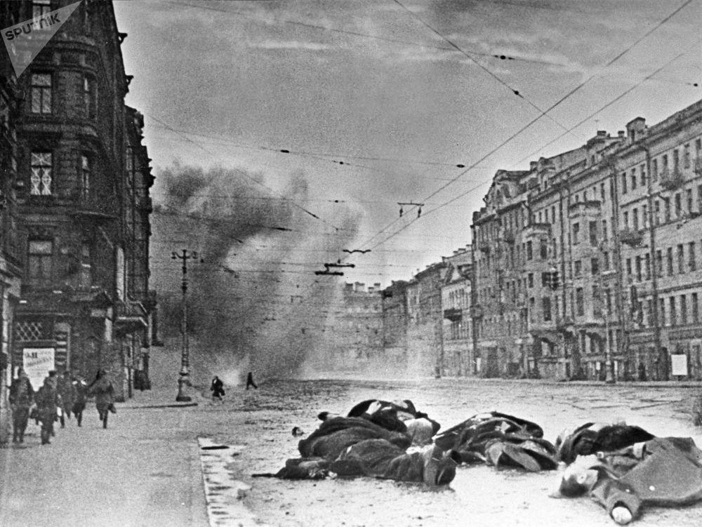 نيفسكي بروسبيكت بعد القصف المدفعي الألماني النازي، لينينغراد
