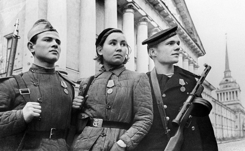 حماة لينينغراد خلال الحصار، خلال فترة الحرب الوطنية العظمة (1941-1945)