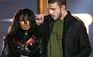 المطربان الأمريكيان جستن تمبرليك وجانيت جاكسون في حفل السوبر بول الأمريكية في 2001