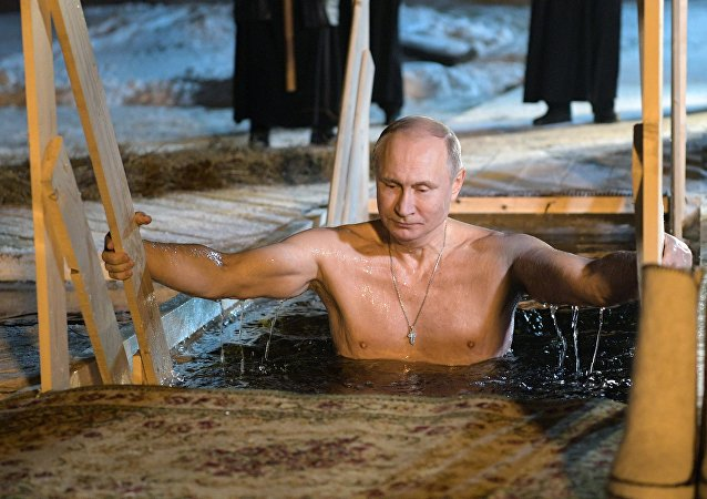 بوتين يشارك في عيد الغطاس