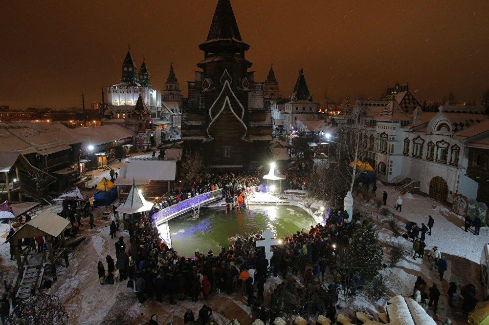 الاحتفال بعيد الغطاس في مختلف أنحاء روسيا - موسكو
