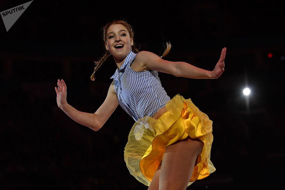 ماريا سوتسكوفا (روسيا) خلال الأداء الفني في بطولة أوروبا للتزلج على الجليد في موسكو