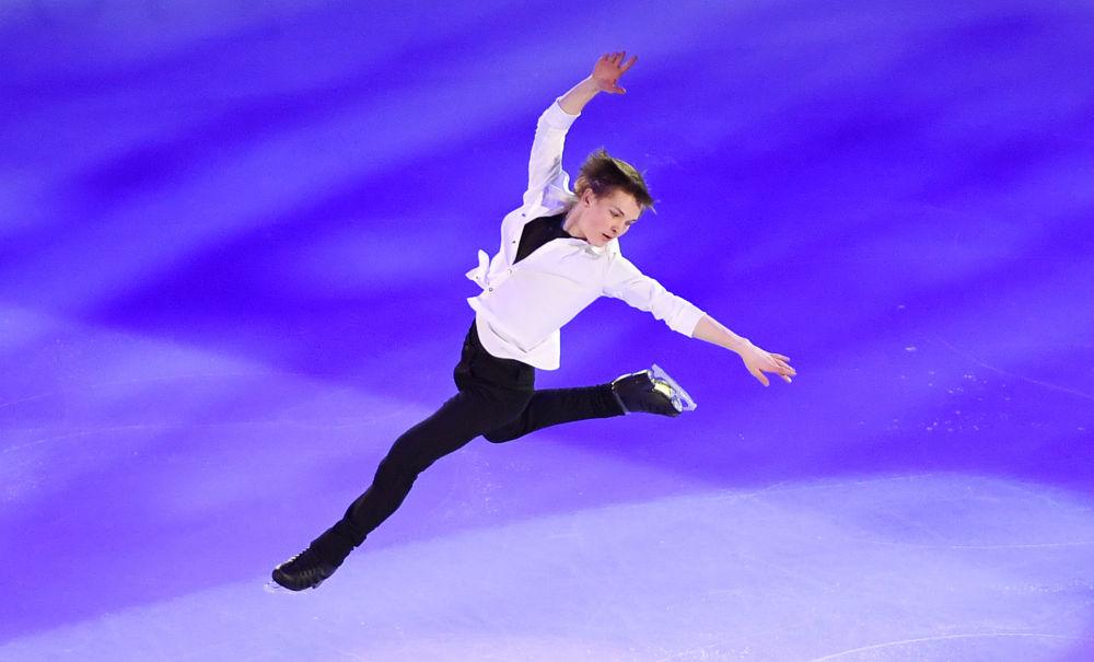 ميخائيل كوليادا (روسيا) خلال الأداء الفني في بطولة أوروبا للتزلج على الجليد في موسكو