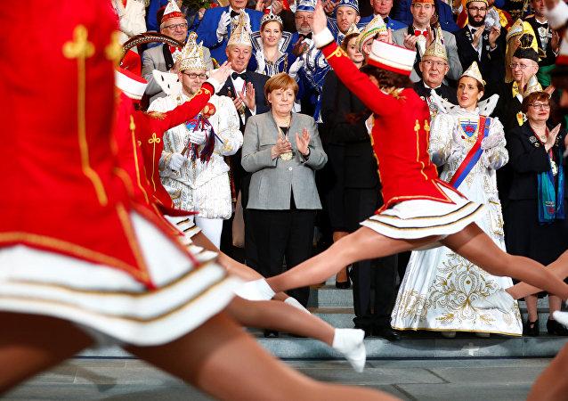 المستشارة الألمانية آنجيلا ميركل في حفل استقبال جمعيات الكرنفال الألمانية في المستشارية في برلين