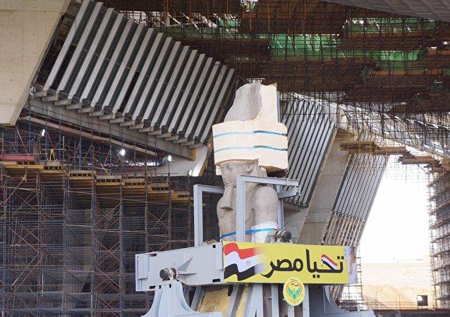 بدء عملية نقل تمثال رمسيس الثاني في القاهرة