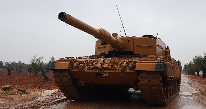 إعلام: تركيا تنقل دبابات إلى الحدود مع اليونان