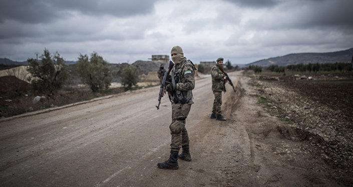 عناصر من جماعات مسلحة سورية مشاركة في عملية غصن الزيتون في عفرين السورية