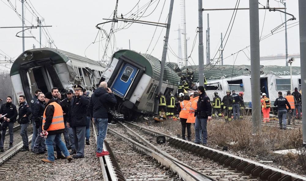 حادث تحطم قطار في محطة بيولتيللو ليميتو في ضواحي ميلانو، إيطاليا 25 يناير/ كانون الثاني 2018