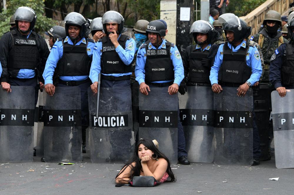 فتاة من أنصار أحد المرشحين للرئاسة (من المعارضة) سلفادور نصرالله في هندوراس، 21 يناير/ كانون الثاني 2018