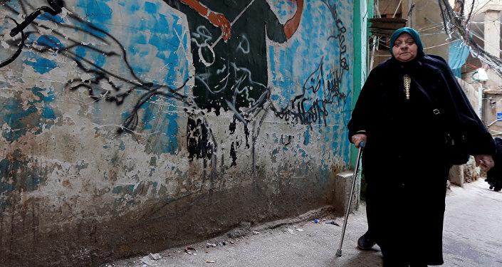 سيدة فلسطينية من مخيم برج البراجنة في بيروت