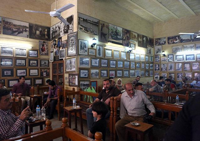 مقهى شهبندر بشارع المتنبي في بغداد