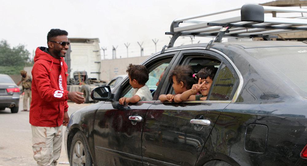 أحد مقاتلي المجلس الانتقالي الجنوبي عند حاجز أمني في عدن