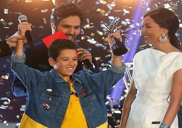 المغربي حمزة لبيض الحائز على جائزة ذا فويس كيدز