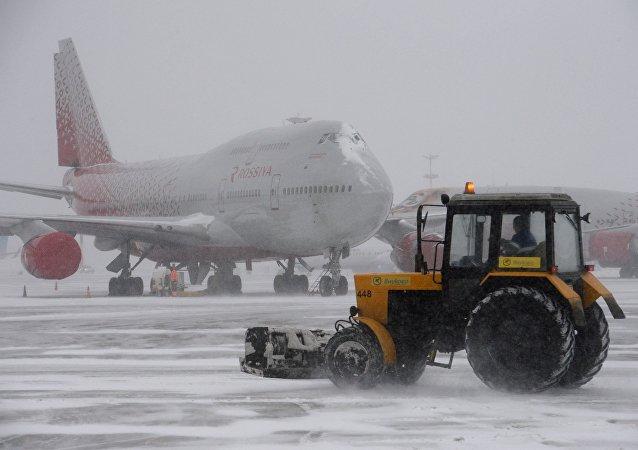 ثلج في مطارات موسكو