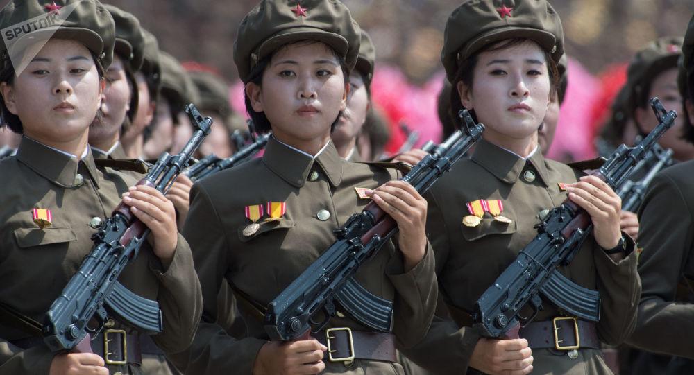 عرض عسكري بمناسبة الذكرة الـ 60 لانتهاء الحرب الكورية (بين كوريا الشمالية والجنوبية 1950-1953) في بيونغ يانغ، كوريا الشمالية