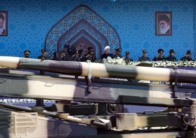 عرض عسكري في طهران بنماسبة ذكرى اندلاع الحرب مع العراق  (1980-1988) 22 سبمتمبر/ أيلول2017