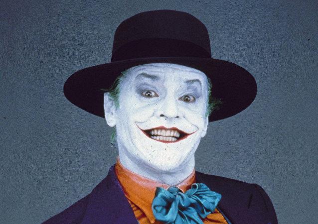 الممثل الأمريكي جاك نيكلسون مجسدا دور الجوكر في فيلم Batman من إنتاج 1989