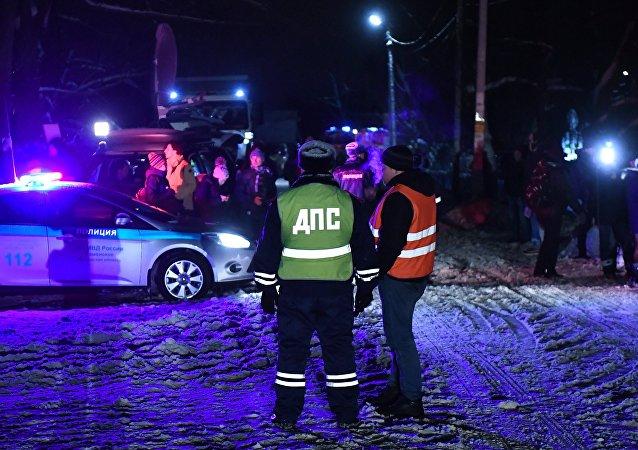رجال الشرطة في مكان تحطة الطائرة إن-148 الروسية