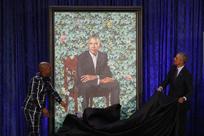 يشارك الفنان وايلي والرئيس الأمريكي السابق أوباما في الكشف عن صورة أوباما في معرض بورتريه الوطني في سميثسونيان في واشنطن
