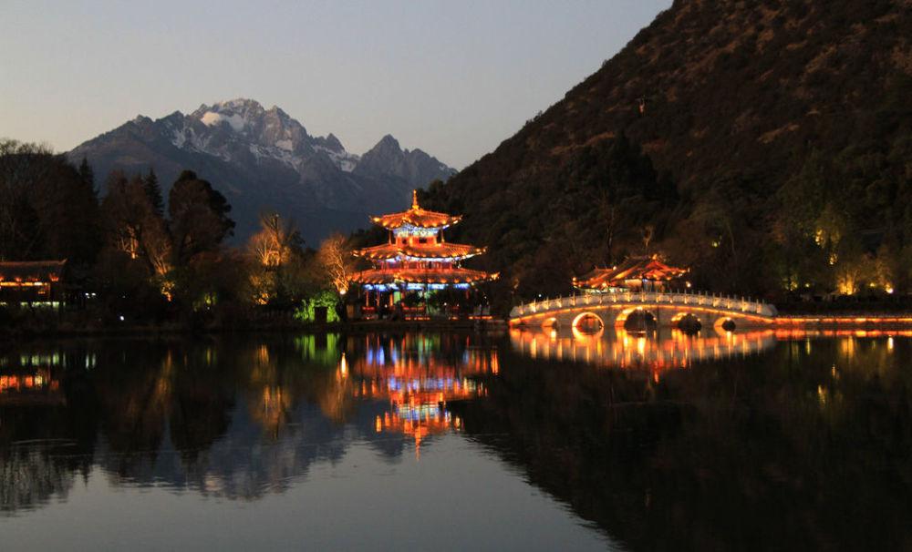 بحيرة التنين الأسود في الصين