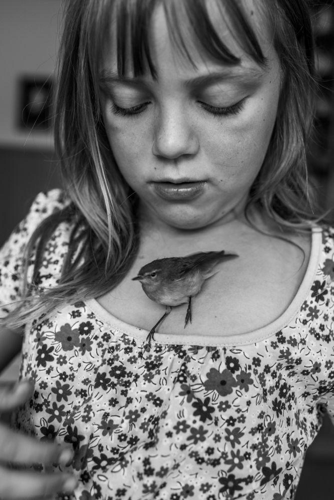 مسابقة صورة الصحافة العالمية لعام 2018 - صورة بعنوان أنا والدفيرتل، للمصورة كارلا كوغلمان، في فئة التصوير مشاريع طويلة الأمد