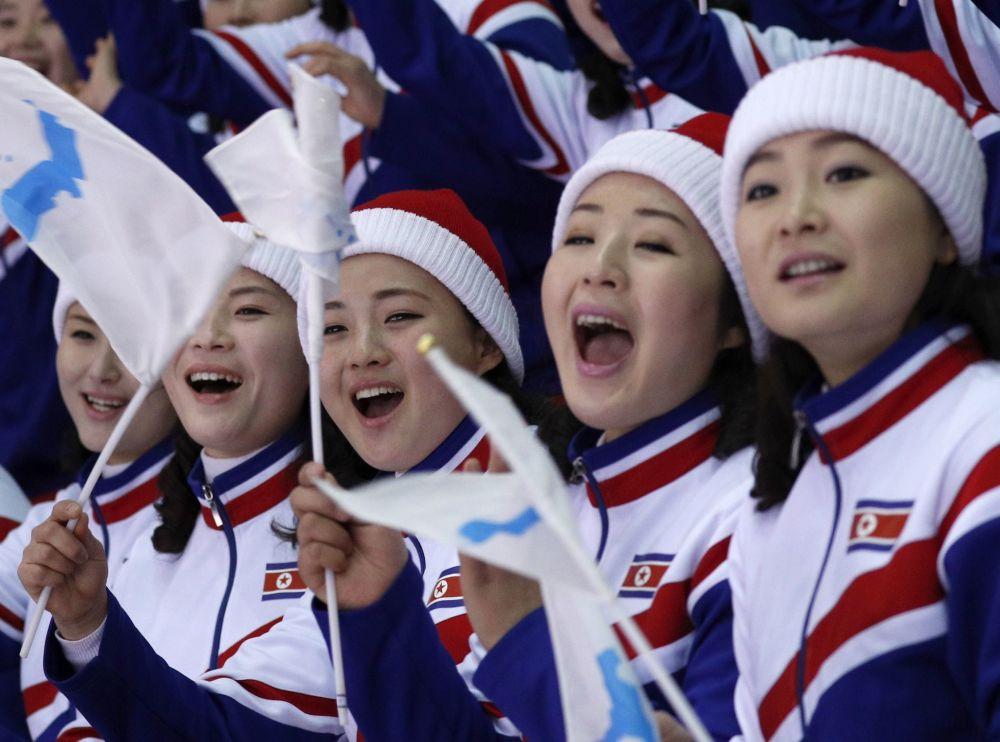 مشجعات من كوريا الشمالية