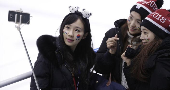 مشجعات من كوريا الجنوبية