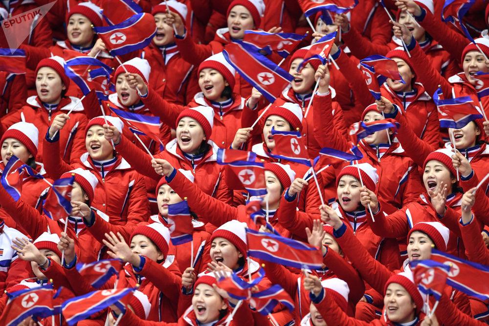 فريق التشجيع من كوريا الشمالية